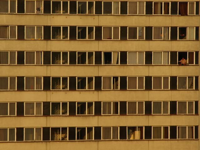panelové domy přestavené na ubytovny.jpg