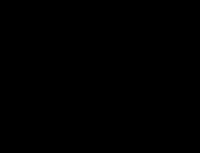 silueta dívky při výskoku